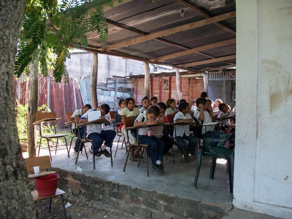 Escuela pública que participa en el programa de Biblioburo
