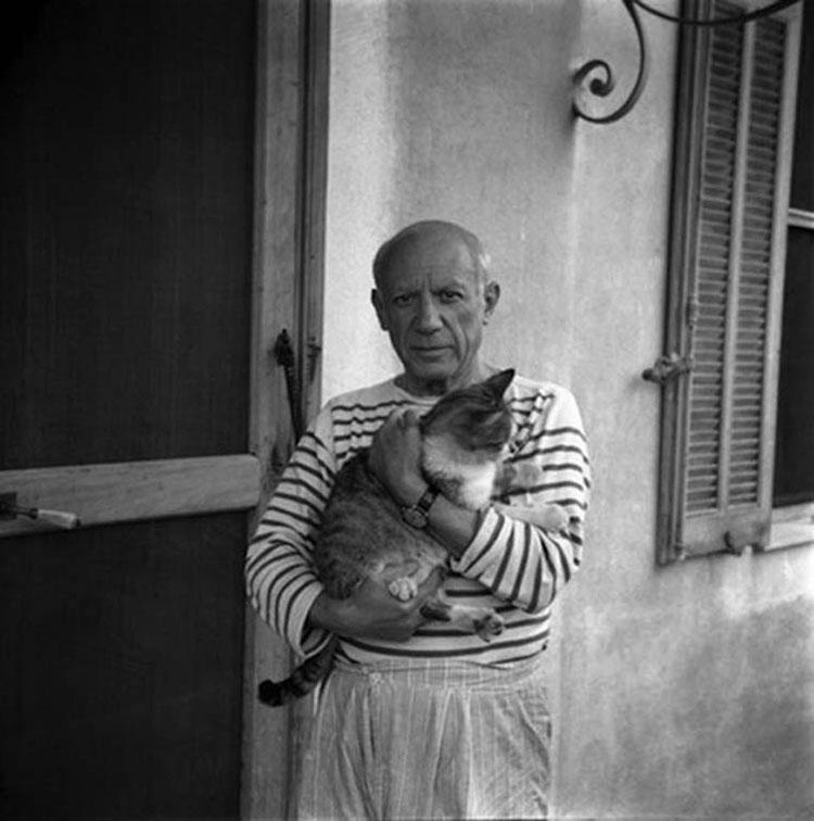 retratos-de-artistas-famosos-con-sus-gatos-04