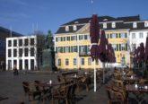 Foto: DW/ En la Münsterplatz de Bonn, las mesas vacías son una imagen rara en esta primavera.
